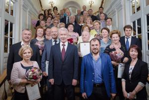 Работникам и коллективам торговых организаций Москвы вручили награды