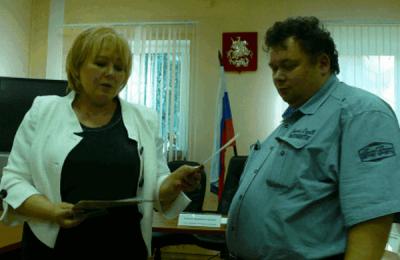 Депутату Андрею Ефимову вручили грамоту за лучший текст гимна муниципального округа Зябликово