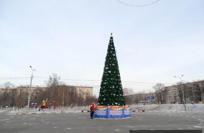 На юге столицы установят около 60 праздничных елок