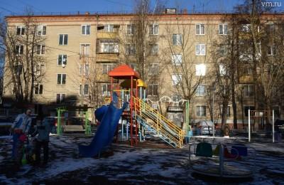 В Нагорном районе жители двух домов на Нахимовском проспекте добились переноса капремонта на более ранний срок