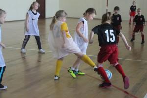 Местные жители смогут освоить сложные техники каратэ, рукопашного боя и самбо, начать играть в футбол
