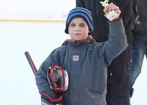 На катке с искусственным льдом, расположенном на Ореховом проезде, прошел детский хоккейный турнир