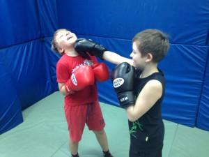 На фото воспитанники боксерского клуба, работающего при досуговом центре