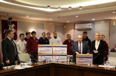 Сегодня единороссы передали подписи горожан в законодательный орган Москвы