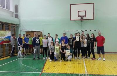 В волейбольном турнире приняли участие ученики старших классов школы №2116