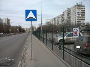 на улице Мусы Джалиля поврежден дорожный знак, информирующий об искусственной неровности на проезжей части