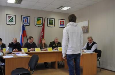 На фото одна из призывных комиссий ЮАО