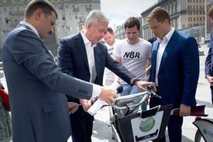 Сергей Собянин посетил новый пункт проката велосипедов в ЦАО Москвы