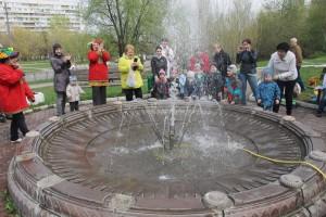В районе Зябликов в период майских праздников заработал фонтан на пересечении Шипиловской и Кустанайской улиц