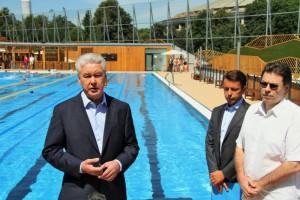 По словам Собянина, в Москве построят новый современный спорткомплекс с бассейнами