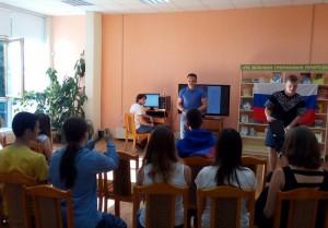 Молодые люди читали стихи Есенина и Маяковского, а девушки предпочитали Ахматовой и Цветаевой