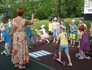 Ребята проверили, насколько хорошо они знают правила поведения на дороге для любителей самокатов