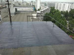 На фото отремонтированная крыша жилого дома на Кустанайской улице