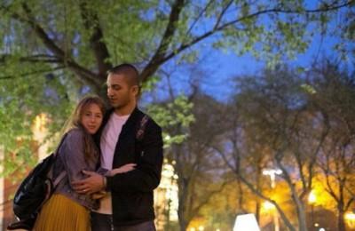 На фото участники акции Полина и Ярослав