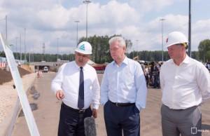 Собянин проинспектировал ход строительства автотрассы в Новой Москве
