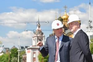 Мэр Москвы Сергей Собянин посетил строящийся парк в историческом районе Зярядье