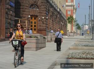 На фото благоустроенная Тверская улица в ЦАО Москвы
