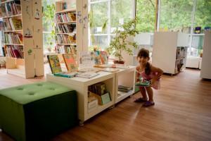 В библиотеке №153 продолжается выставка детских творческих работ