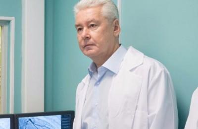 По словам Собянина, благодаря ЕМИАС в Москве сократились очереди в поликлиниках
