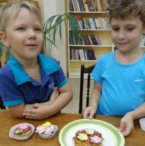 Юные жители Зябликова попробовали самостоятельно приготовить сладкие угощения для мам и пап