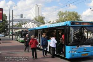 В рамках реформы наземного транспорта все автобусные маршруты столицы перешли на единые способы оплаты проезда