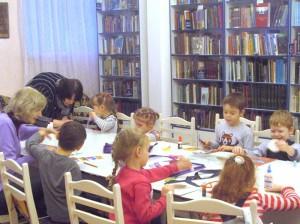 Занятие в творческой студии в библиотеке