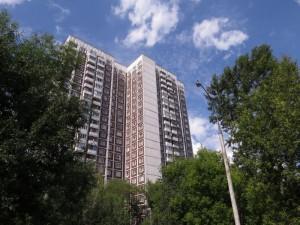 На фото одна из многоэтажек на улице Мусы Джалиля