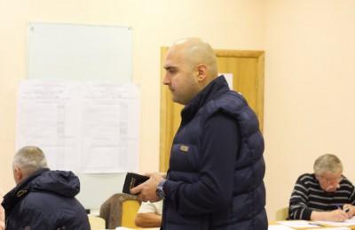 Дмитрий Семенов в единый день голосования, пока были открыты избирательные участки в районе, наблюдал за ходом выборов
