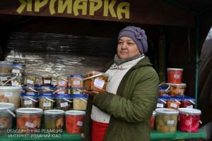 Руководство Зябликова проверило работу районной ярмарки выходного дня на Шипиловской улице