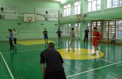 Молодые парламентарии Зябликова провела волейбольный турнир в школе №2116