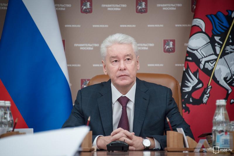 Собянин осмотрел ход работ по благоустройству улиц Кремлевского кольца