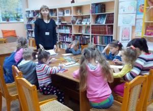 Для юных читателей провели мастер-класс по созданию тряпичных кукол