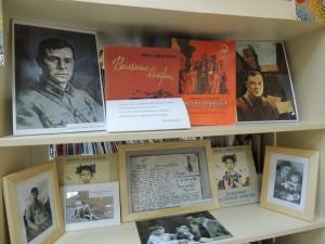 Среди экспонатов представлены около 30 изданий Джалиля, переведенных на русский, татарский и английский языки