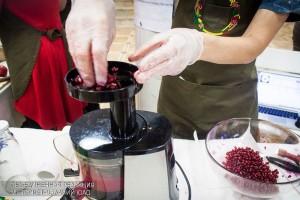 Приготовление гранатового сока на OrganicFest 2016