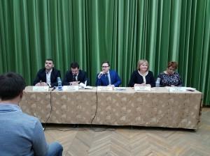 Глава управы района Нагатино-Садовники Константин Князев (в центре)  встретился с жителями района