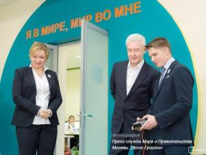 Мэр Москвы Сергей Собянин во время посещения лицея №1560