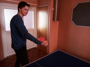 Участник турнира по настольному теннису