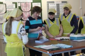 Ученицы коррекционной школы научились швейному делу