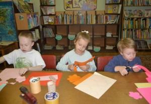 Участники мастер-класса в библиотеке