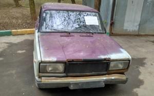 Один из заброшенных автомобилей