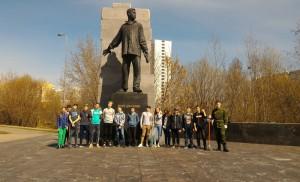 Ученики кадетского класса школы №534 привели в порядок памятник Мусе Джалилю