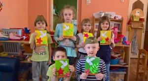 Дошколята района Зябликово поздравили ветеранов, проживающих в домах престарелых