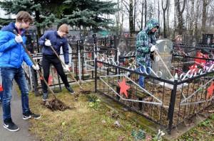 Активисты Зябликова приняли участие в акции по патронату над воинскими захоронениями
