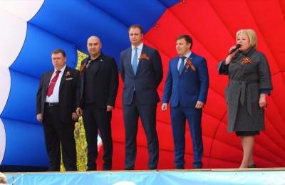 Глава муниципального округа Зябликово Ирина Золкина (на фото справа)