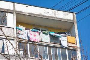 Балкон одного из жилых домов в районе Зябликово