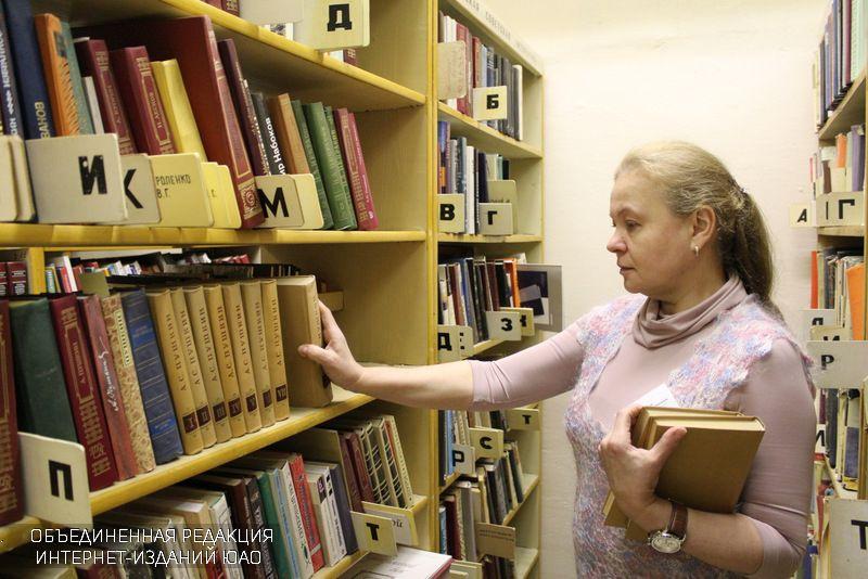 В библиотеке №144
