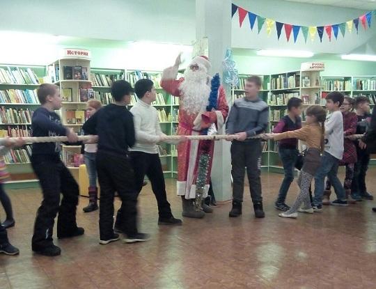 """Игры по программе """"Почитай мне сказку Дед мороз"""" в библиотеке №153"""