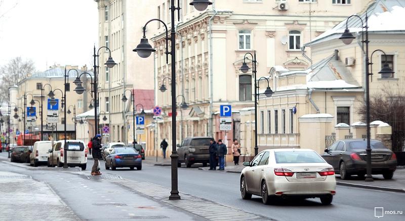 Уличная парковка в Москве