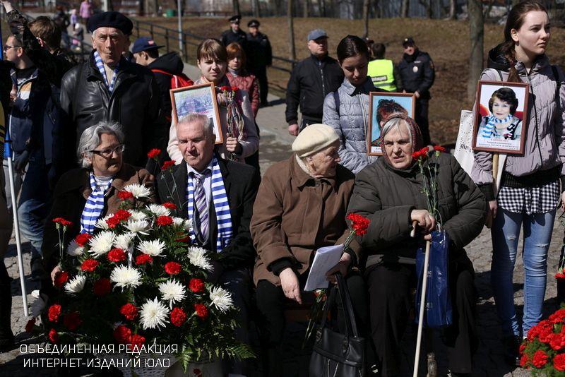 Участники митинга, посвященного узникам концлагерей
