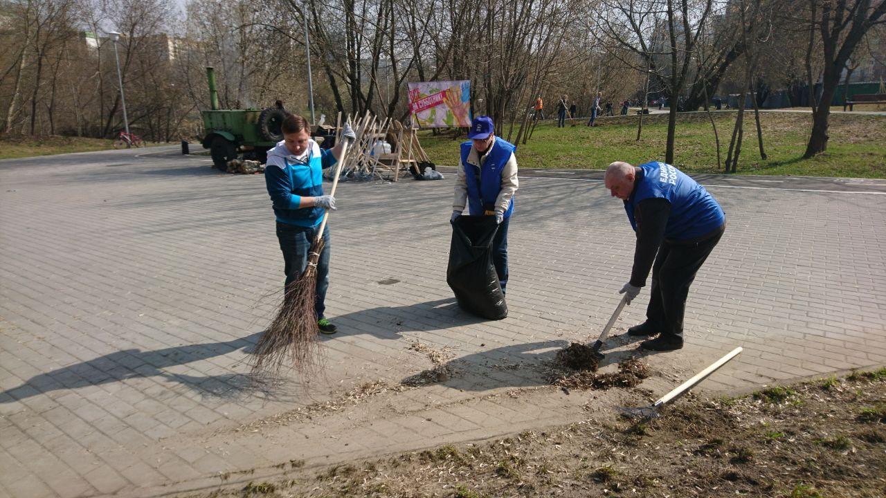Депутаты Зябликова на субботнике